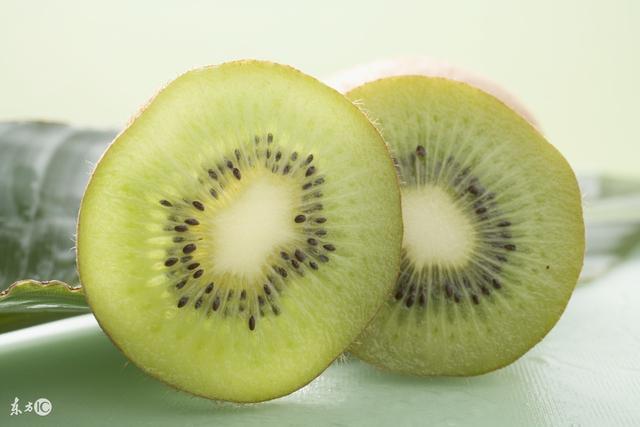 辐射已经成为公害 我们为电脑族手机族推荐了7种抗辐射水果 请收藏