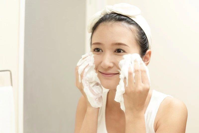 你会洗脸吗?正确的洗脸方式在这里!
