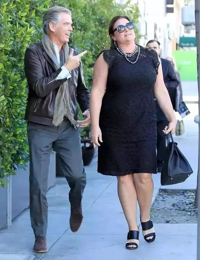 """他被誉为""""最帅007"""",结婚20年仍旧待妻子如初恋,哪怕她胖到180斤"""